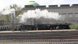 Dampfschnellzug Mit Br 01 1066 Und Classic Courier Mit 1042 520 Zu Dem Hamburger Hafengeburtstag.