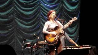 Ani DiFranco - Smiling Underneath 01