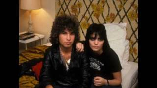 Joan Jett and The Blackhearts-I love Playing With Fire