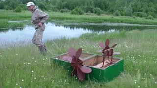 Мини лодка с гребными колёсами