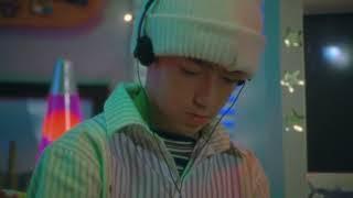 Musik-Video-Miniaturansicht zu 25/8 Songtext von Bad Bunny