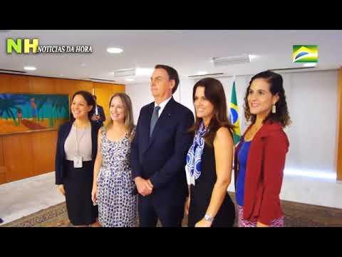 O Presidente Bolsonaro Emociona um Grupo de Crianças - Que Chegam as Lagrimas