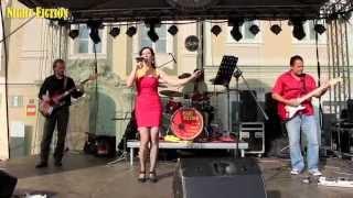 Video Ava Chrtková s kapelou Night Fiction zpívá Sunny