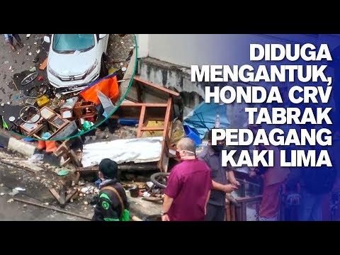 Diduga Mengantuk, Honda CRV Tabrak Pedagang Kaki Lima