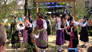 preview picture of video 'Tanzvorführung der Kindertanzgruppe des Brauchtumvereins Marktschorgast am 01.05.2012'