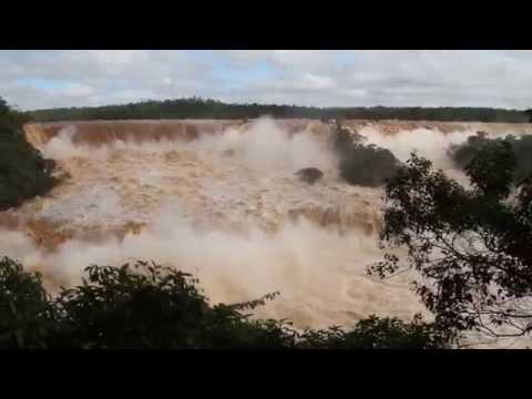 شاهد شلالات إجوازو وقت الفيضان ،، منظر رائع .
