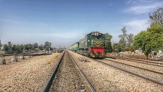 preview picture of video 'Night Coach:Shah Hussain Express & Tezgam Running 10 Hours Late | Pakistan Railways'