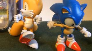 Figure Reviews: Classic Tails and Sonic 3 inch -- Jazwares