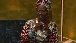 Angelique Kidjo (UNICEF Goodwill Ambassador) performing 'Africa'