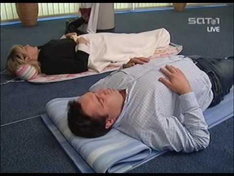 Das Fett vom Bauch und den Seiten in den häuslichen Bedingungen für die Woche zu entfernen