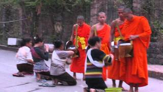 2015-03-07 Alms giving, Luang Prabang