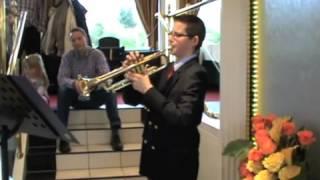Suche Trompetensück Für Die Goldene Hochzeitfreizeit