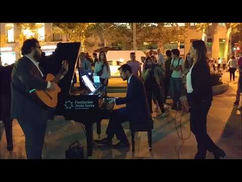 Moon River - Pianos en la calle
