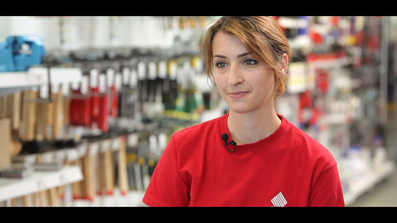 Noémie, Vendeuse Magasin