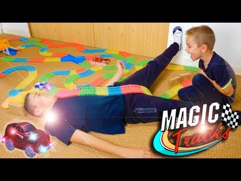 Download MAGIC TRACKS CHALLENGE ! Incroyable Circuit de Voitures Lumineux 💡 🚗 HD Mp4 3GP Video and MP3