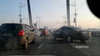 Замес в Киеве на Московском мосту