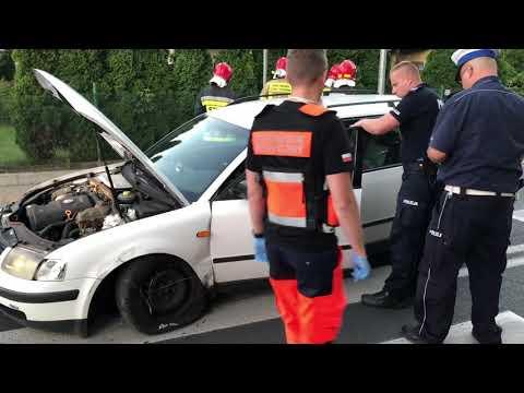 Wideo1: Pijany kierowca volkswagena passata doprowadził do kolizji z autobusem MZK na ul. Kiepury w Lesznie