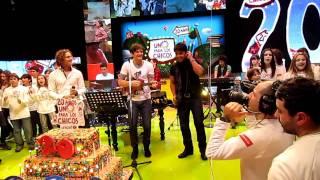 Que canten los niños interpretado por Axel, Fonsi, Bisbal - Un Sol para los Chicos