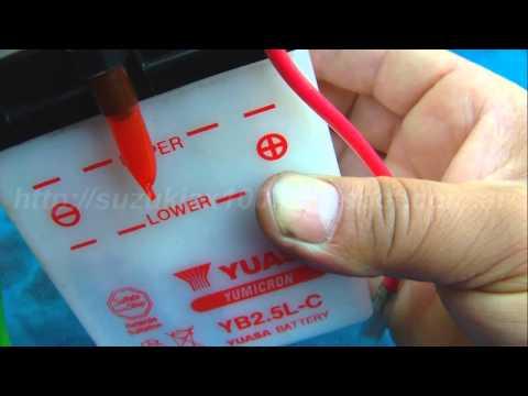 Como se le echa el acido a la bateria de una moto [HD]