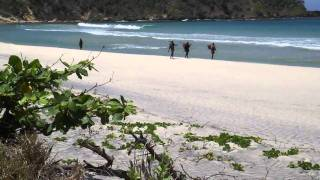 preview picture of video 'Plage d'Ambinanibe - Retour des pêcheurs - Madagascar - Fort-Dauphin'