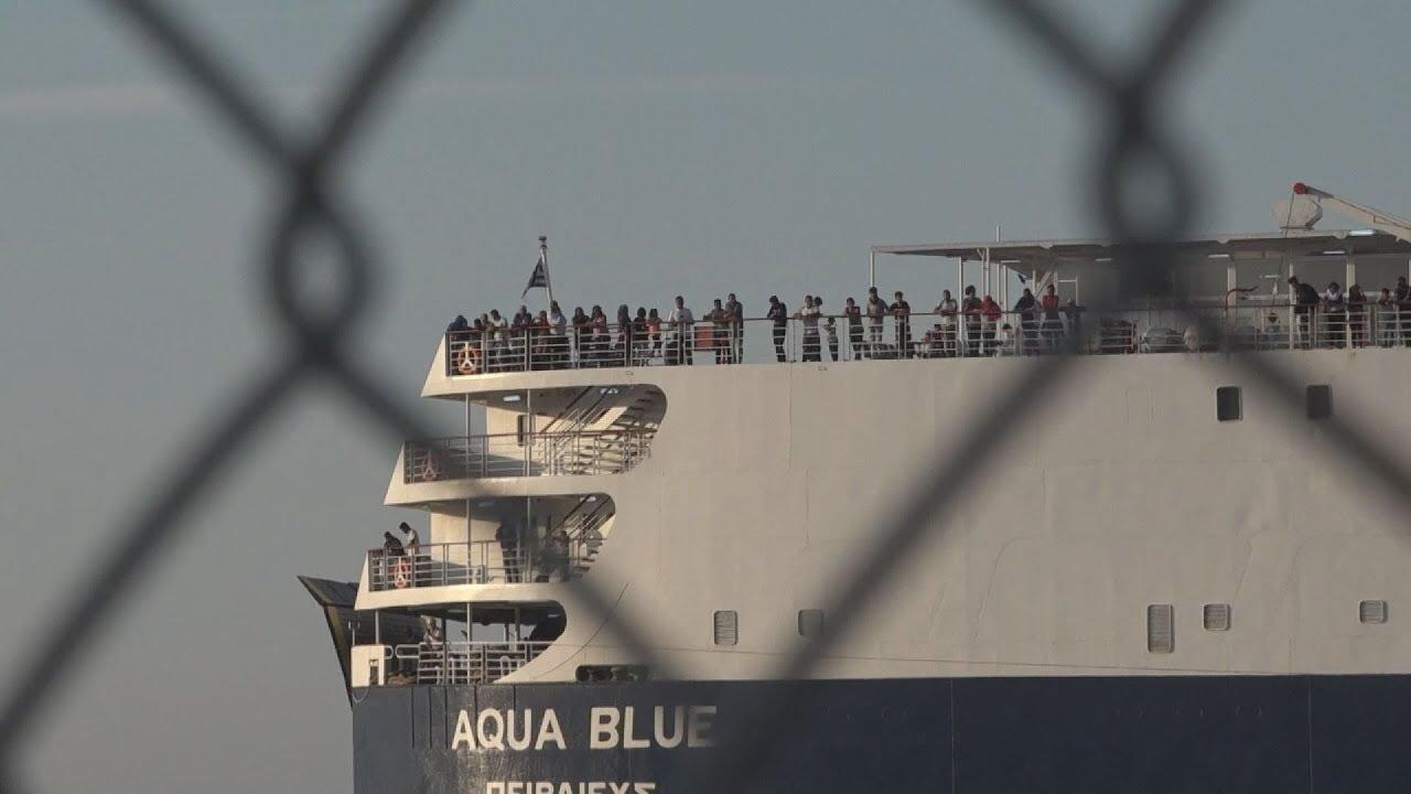 Στο λιμάνι της Θεσσαλονίκης και το δεύτερο πλοίο με πρόσφυγες και μετανάστες από τη Λέσβο