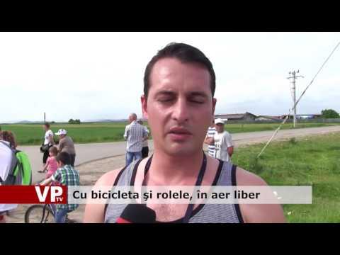 Cu bicicleta şi rolele, în aer liber