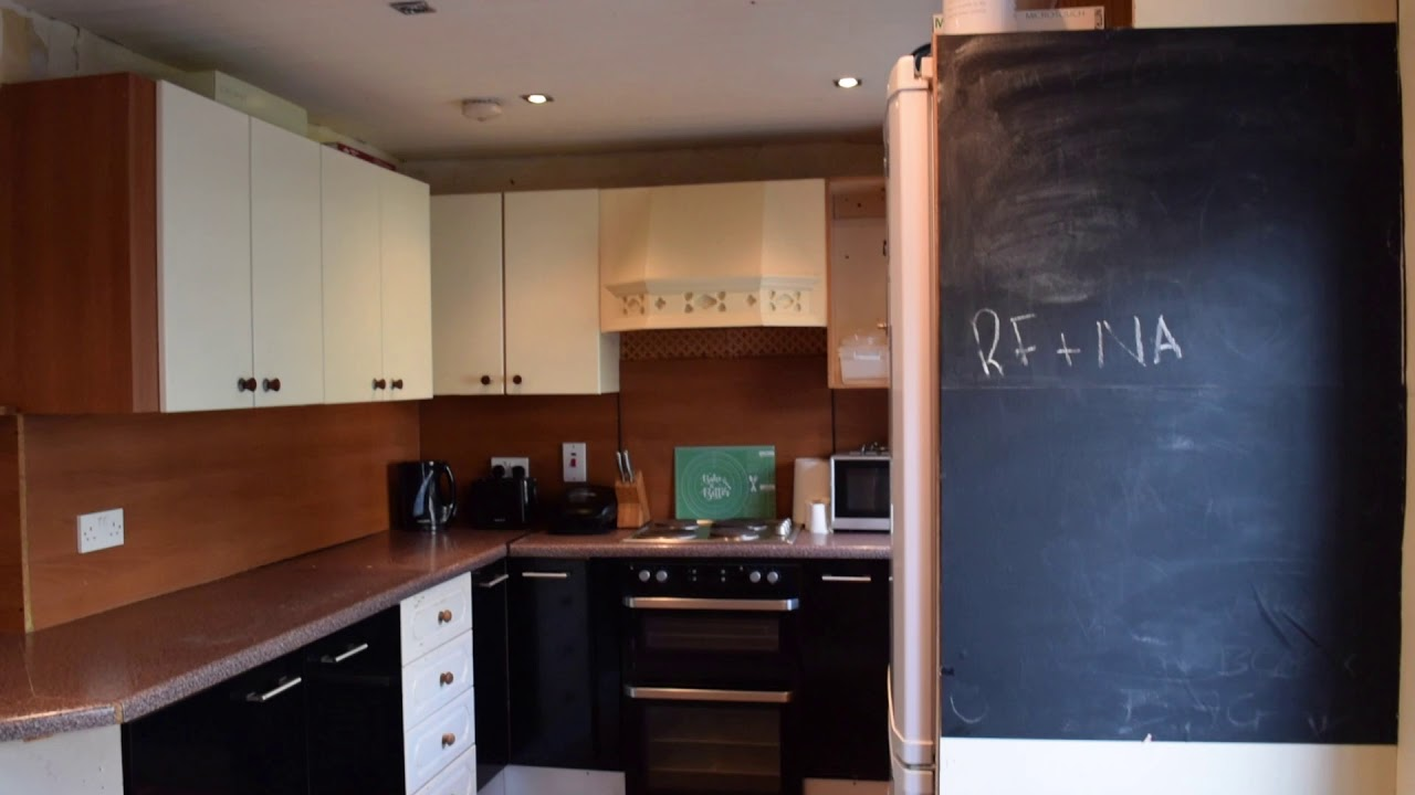 Double bed in Cosy rooms to rent in charming 2-bedroom  houseshare with garden in Glasnevin