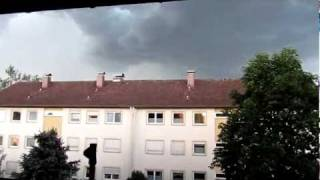 preview picture of video 'Gewitter mit Hagel / Hailstorm am 5.06.2011 Wolfratshausen'
