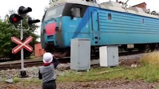 ПРИВЕТЛИВЫЕ ЛОКОМОТИВНЫЕ БРИГАДЫ. ТАК ПОЮТ ПОЕЗДА.  So the trains signals. Locomotive brigades.