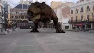 preview picture of video 'El dinosaurio de la plaza mayor de Ciudad Real'