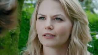 Emma cueille des pommes à sa façon VO