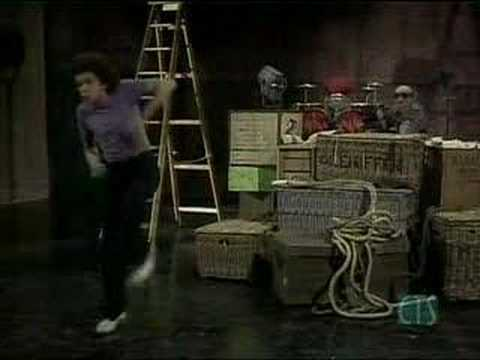 Leo Sayer & the muppets - The Show Must Go On