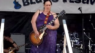 Woman KILLS Her Crazy Guitar Solo | What's Trending Now