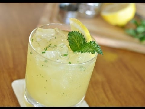 Video How to make a Whiskey Smash Cocktail