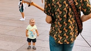 Kid Reacts to SpongeBob Song with Street Performer