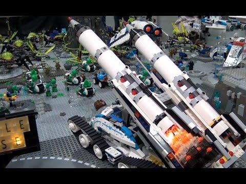 LEGO Galaxy Squad alien battle - Brickworld Indy 2015