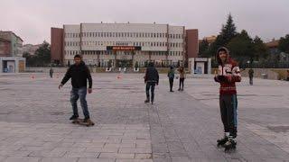 preview picture of video 'Niğde Kent Meydanı Kaykay Pisti Oldu'