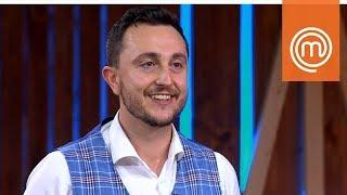 Joe Bastianich ruba il gilet di Verando   MasterChef Italia 8