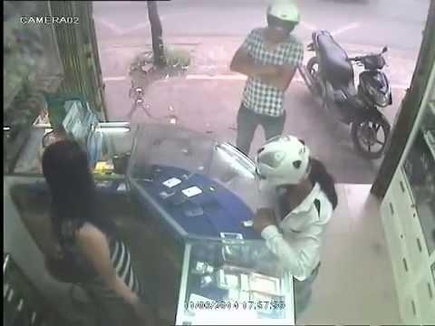 Cặp đôi cướp iphone cực nhanh, cực nguy hiểm. Mọi ng cẩn thận nhá!
