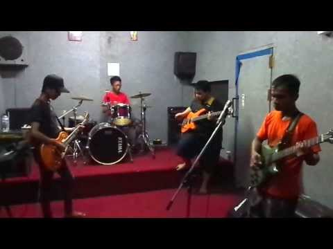 Angelo Band - Menyendiri