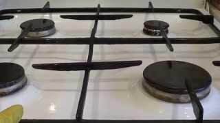 Смотреть онлайн Отмываем содой самые трудные загрязнения плиты