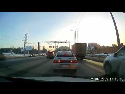 Автоледи на Audi устроила массовое ДТП в Самаре