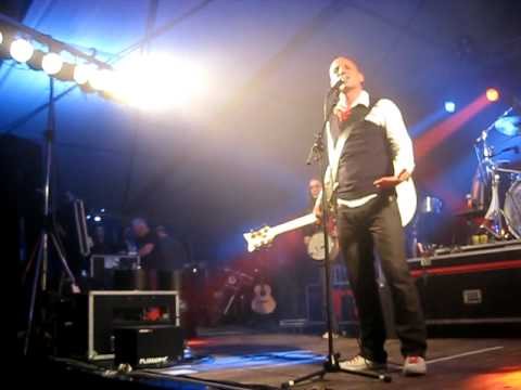 Lindefeesten - Band Zonder Banaan - Koning Pintenman - 22 april 2011 Sambeek