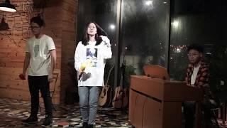 Mùa Mưa Ngâu Nằm Cạnh - Vũ. - Glee Ams live cover