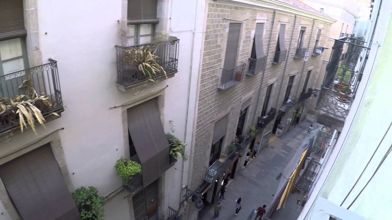 Stylish Flat with Two Bedrooms, AC and Balcony in the Barri Gòtic district