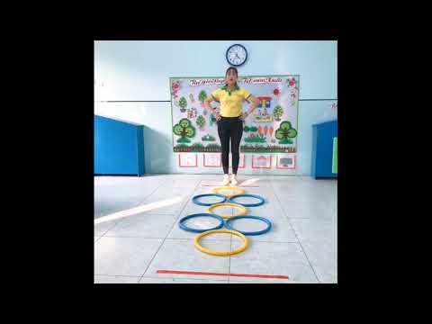 Video hướng dẫn trẻ PTVĐ  Bật tách chân qua 5 ô
