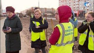 Делегация новгородской мэрии снабдила журналистов НТ граблями