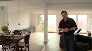 Vorstellung eines Wohnzimmers mit nahezu unsichtbarer Medientechnik