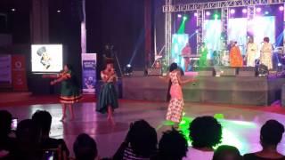 YVONNE CHAKACHAKA PERFORMS WITH ESHUN & BECCA AT AFRICAN LEGENDS NIGHT 2016
