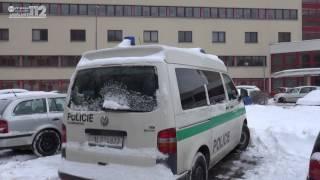 Policejní zakuklenci zasahovali v bytech na Mostecku